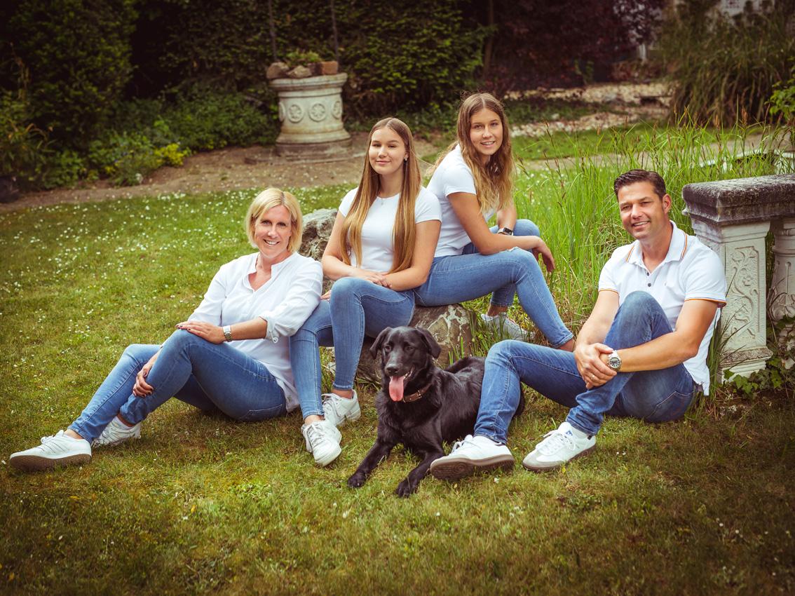 011-FAMILIE-Familienfotos-Eschweiler-Familienshooting-Aachen-Fotograf-Dueren- Fotos-by-Domifamily_C2A8679