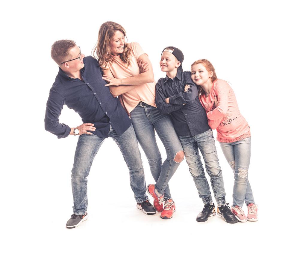 065-FAMILIE-Familienfotos-Eschweiler-Familienshooting-Aachen-Fotograf-Dueren- Fotos-by-Domifamily-19590097