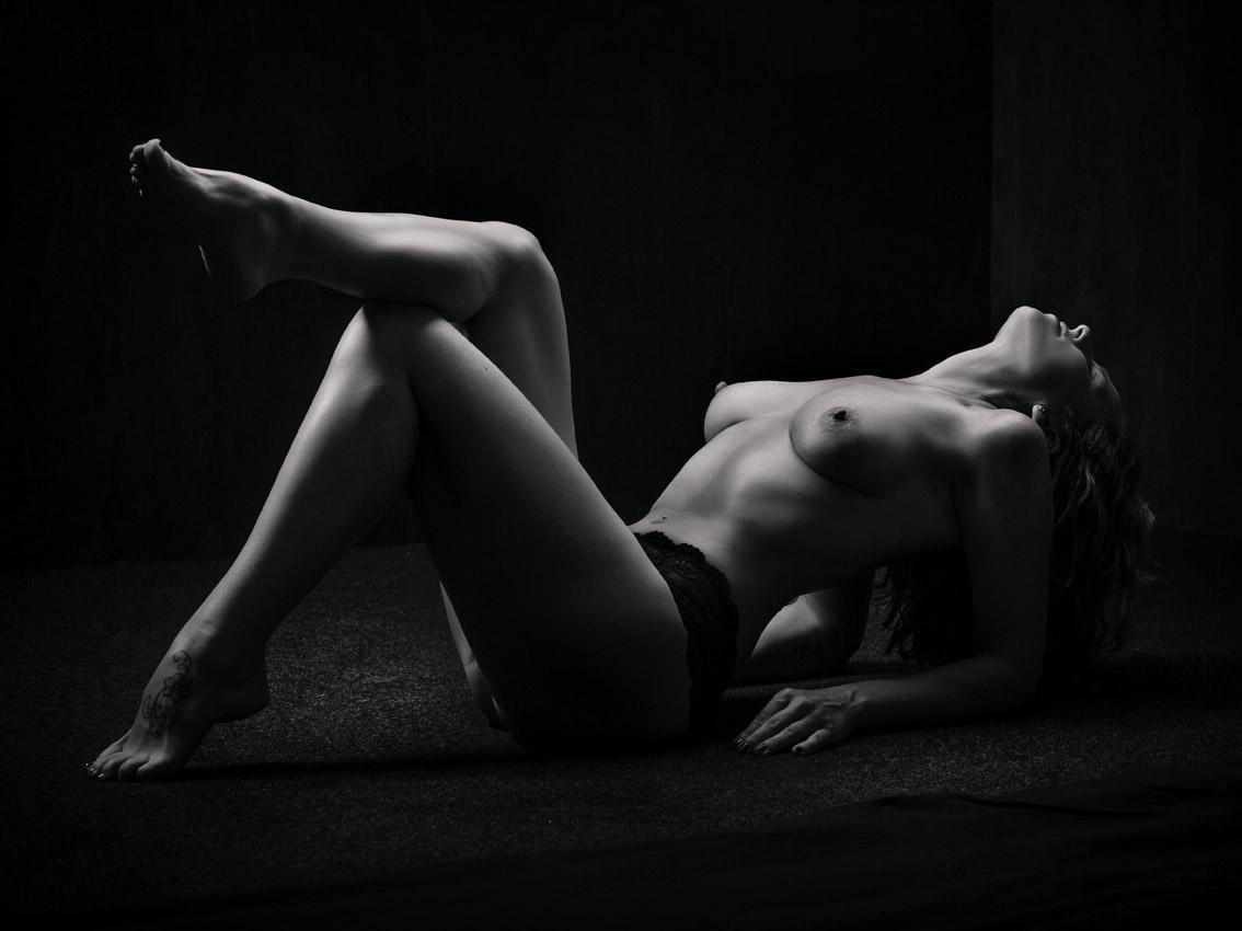 AKT-UND-EROTIK-aktshooting-eschweiler-erotikfotos-dueren-erotische-fotos-eschweiler-erotikshooting-alsdorf-aktfotografie-aachen-Fotos-By-Domi-Eschweiler-20