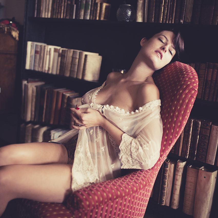 BEAUTY-und-BOUDOIR-aachen-erotikshooting-dueren-erotikfotos-alsdorf-erotikbilder-eschweiler-boudoirfotografie-aachen-Fotos-by-Domi-alsdorf-030