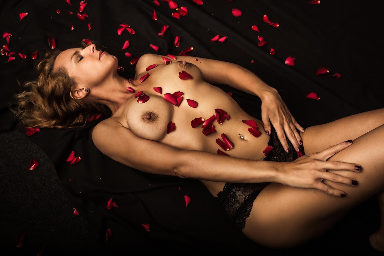 BEAUTY-und-BOUDOIR-aachen-erotikshooting-dueren-erotikfotos-alsdorf-erotikbilder-eschweiler-boudoirfotografie-aachen-Fotos-by-Domi-alsdorf-040